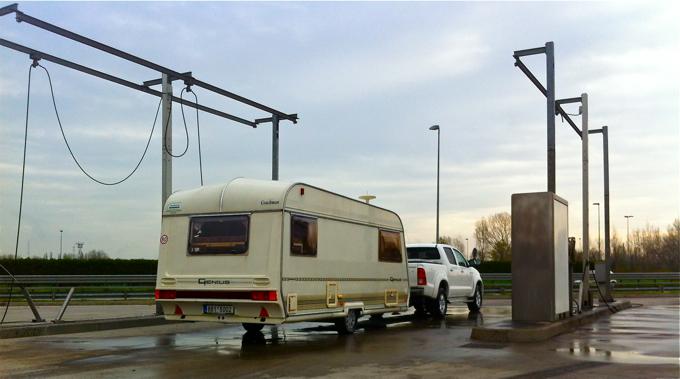 washing acar and caravan