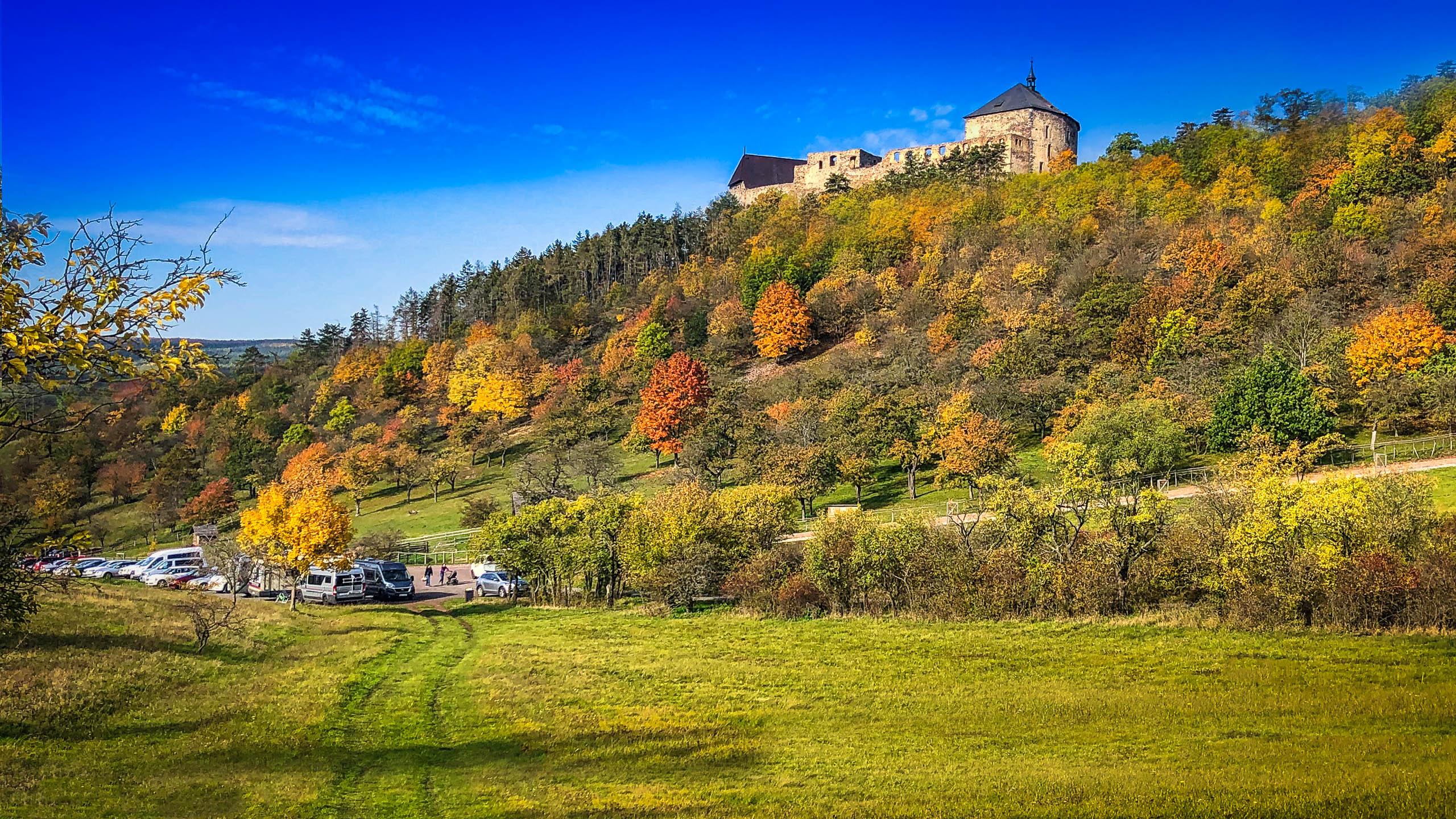 Tocnik Castle Car Park